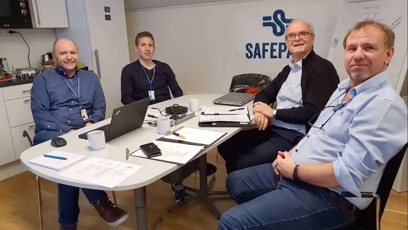 Safepath og Veritas rundt bordet hos Safepath